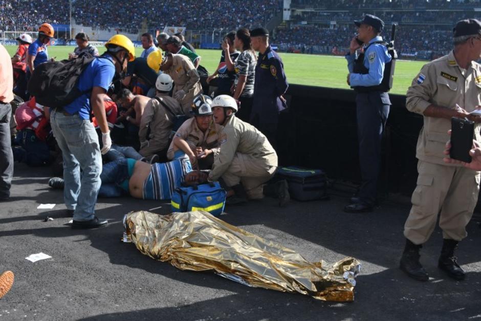 Se reportan al menos cuatro personas fallecidas por los incidentes. (Foto: AFP)