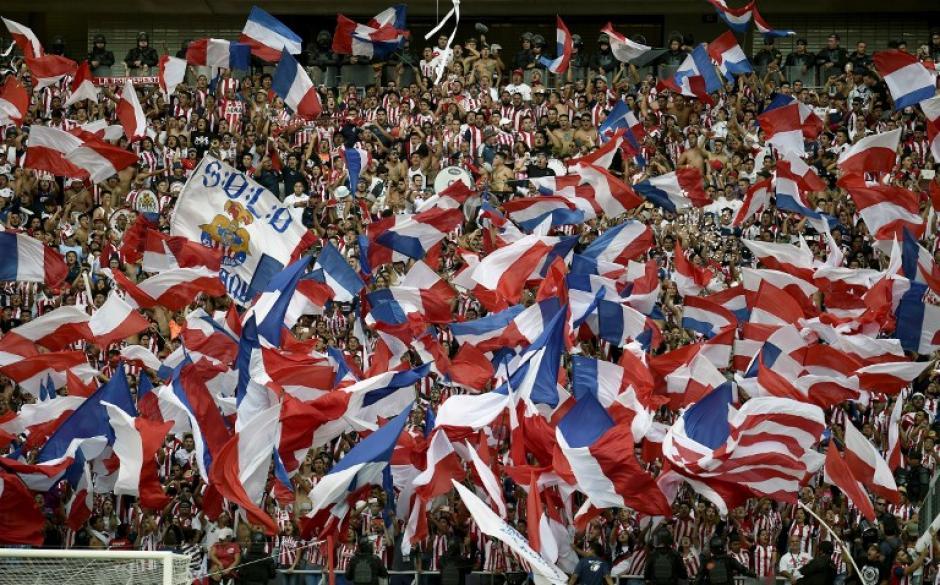 Los aficionados rojiblancos disfrutaron con todo la victoria. (Foto: AFP)
