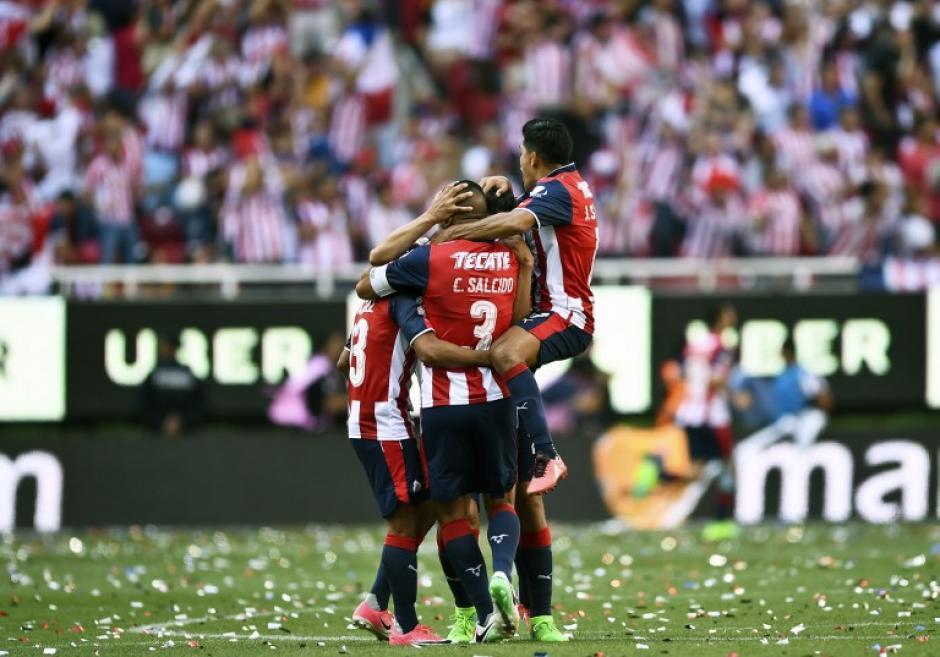 Chivas rompió una sequía de 10 años sin título de la Liga MX. (Foto: AFP)