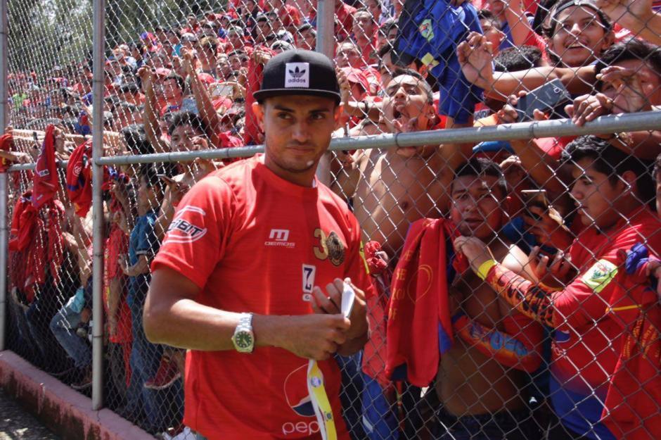 La noche del sábado, los Rojos del Municipal vencieron a Guastatoya y se consagraron campeones. (Foto: Fredy Hernández/Soy502)