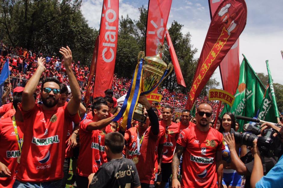 Municipal festejó a lo grande, pero se notó la ausencia de uno de sus jugadores estelares. (Foto: Fredy Hernández/Soy502)