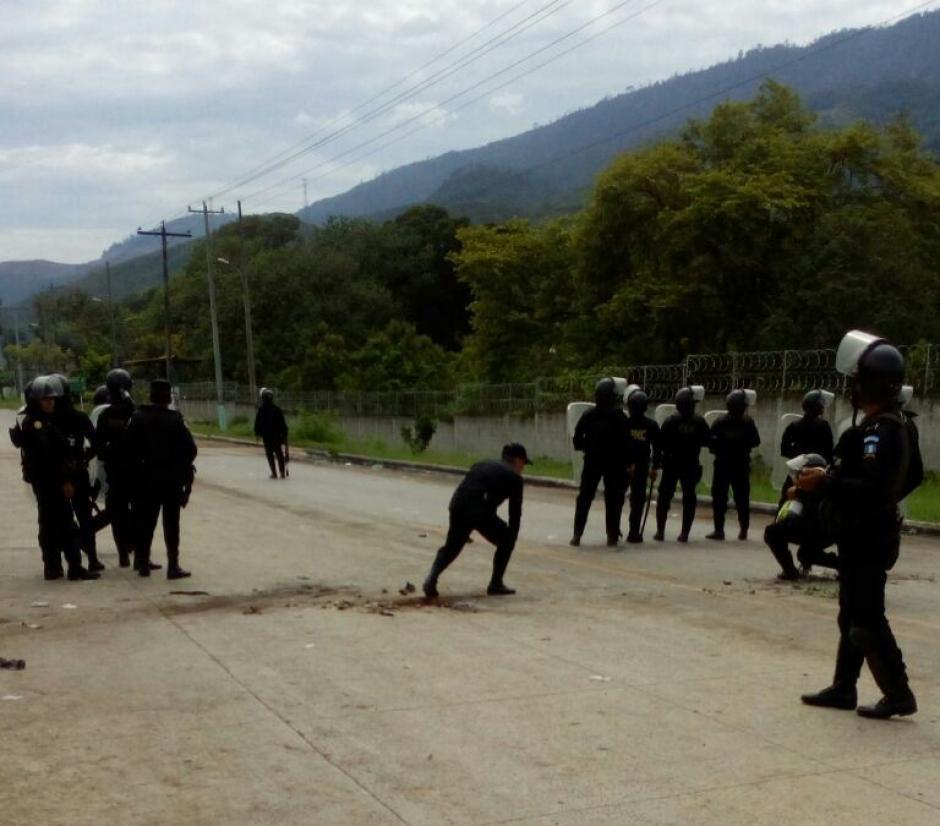 Los inconformes recibieron a balazos a la PNC. (Foto: PNC)