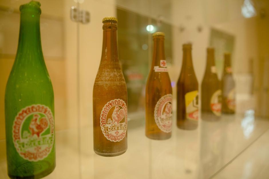 La evolución de los envases de cerveza también forma parte de la historia del país. (Foto: George Rojas/Soy502)