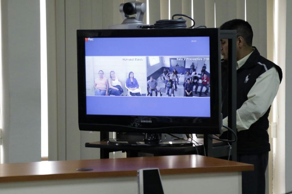 Los sindicados no fueron trasladados a la Torre de Tribunales, por lo que participaron en la audiencia a través de videoconferencia. (Foto: Alejandro Balán/Soy502)