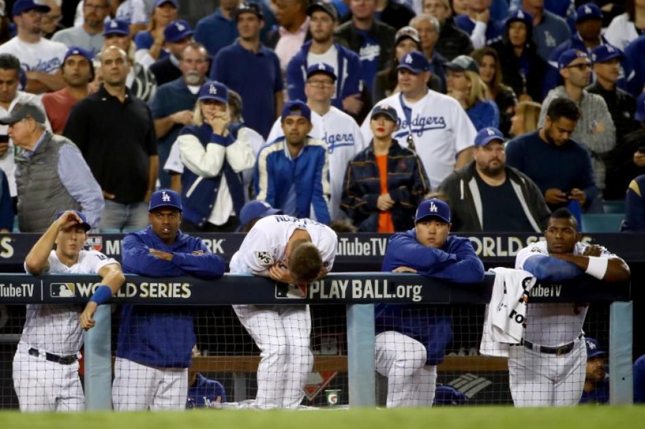 Los jugadores de Los Ángeles lamentaron la derrota en casa. (Foto: AFP)