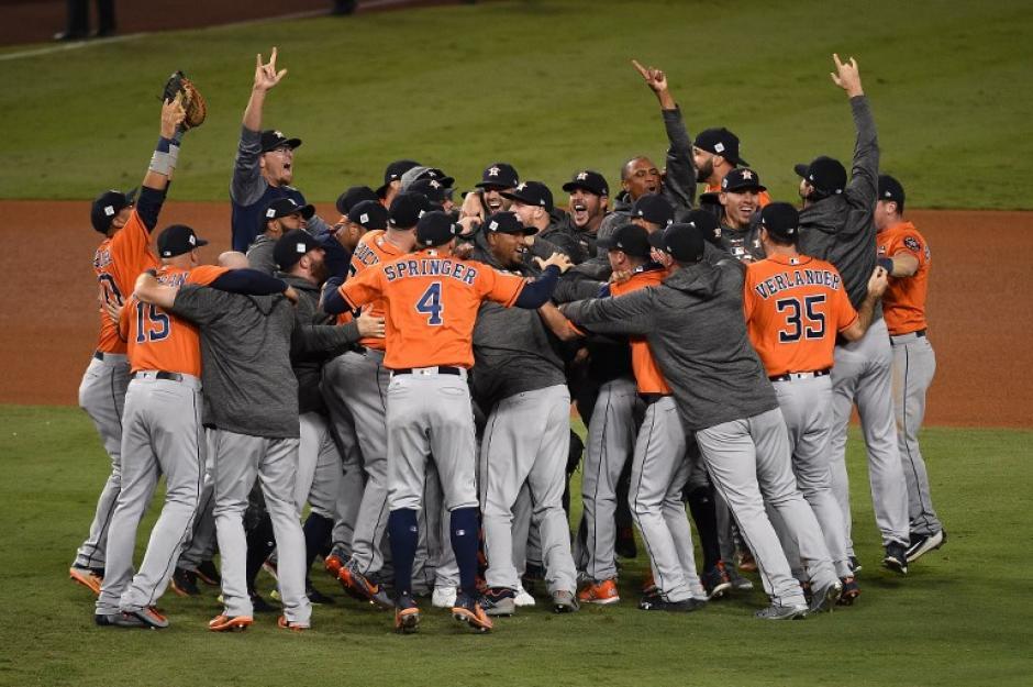 Los Astros celebraron si primer título en sus 55 años de vida. (Foto: AFP)