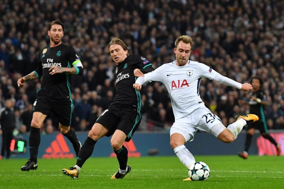 Por más que intentó, el Madrid no pudo doblegar al duro equipo inglés. (Foto: AFP)