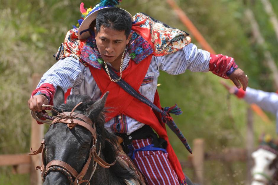 Los jinetes recorren por varias horas el circuito que no deja a un ganador. (Foto: Ronald González/Nuestro Diario)
