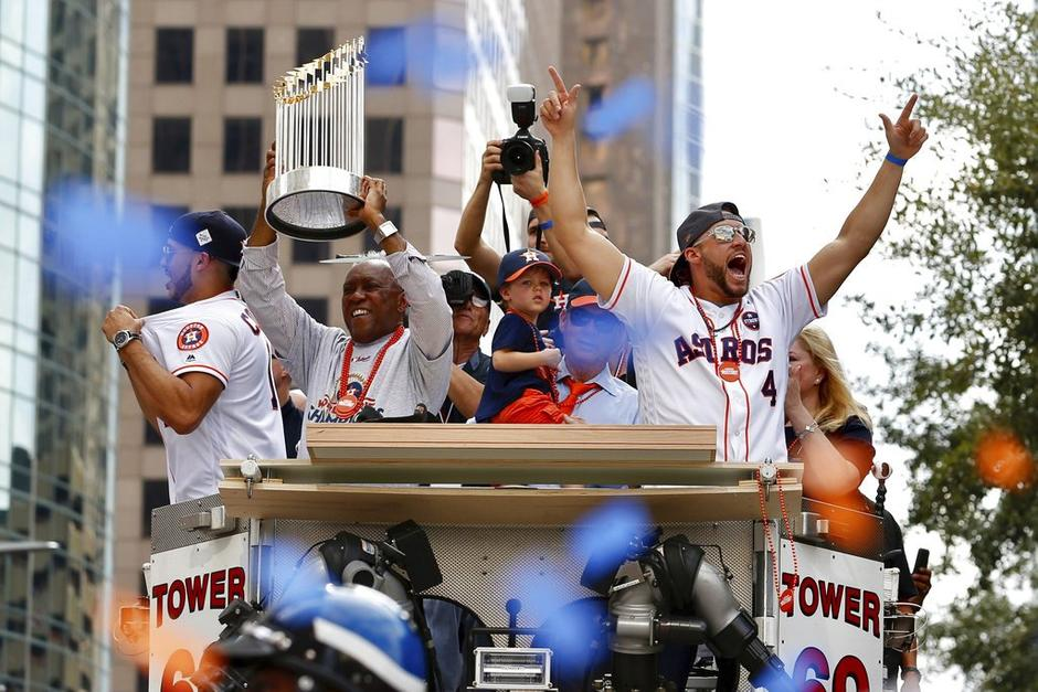Los jugadores de los Astros desfilan como campeones de la MLB. (Foto: AFP)