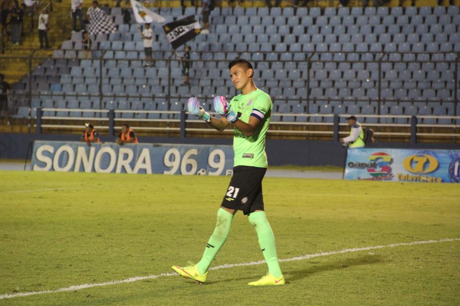 José Carlos García enfrentó a la afición crema antes de finalizar el partido. (Foto: Fredy Hernández/Soy502)