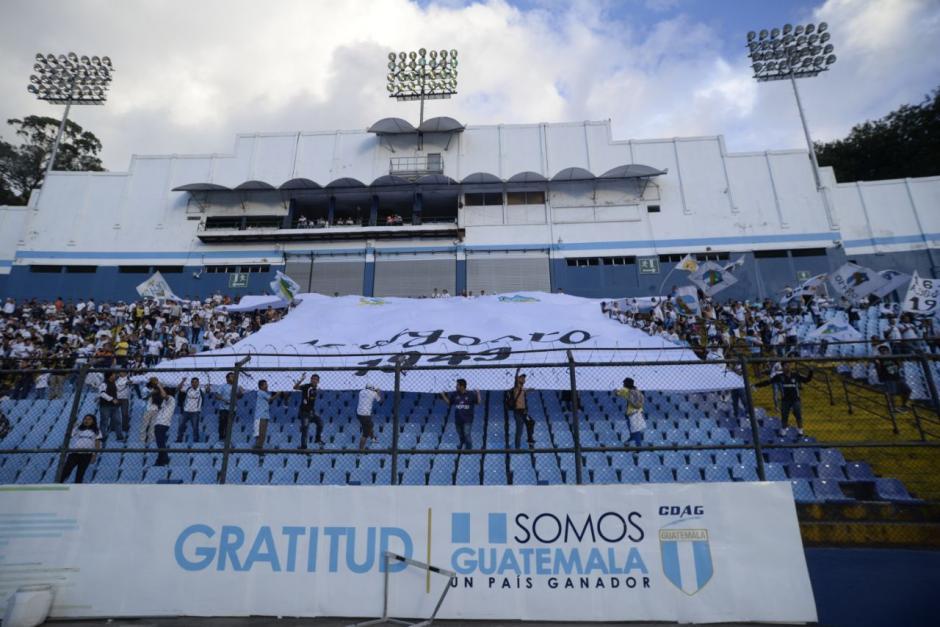 La afición crema apoyó a su equipo desde los graderíos. (Foto: Wilder López/Soy502)