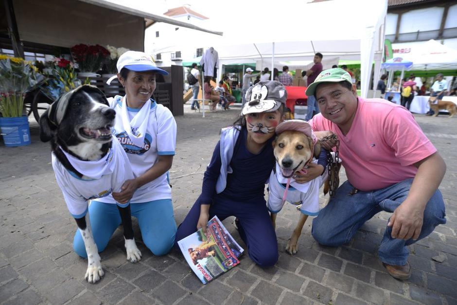 Las familias llevaron a sus mascotas para apoyar la causa. (Foto: Wilder López/Soy502)