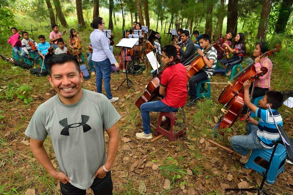 Edras Patá formó la Orquesta Juvenil de Santa Cruz Balanyá. (Foto: Jesús Alfonso/Soy502)