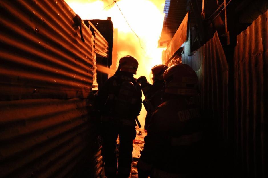 Unas 90 viviendas fueron arrasadas por el fuego. (Foto: Bomberos Municipales)