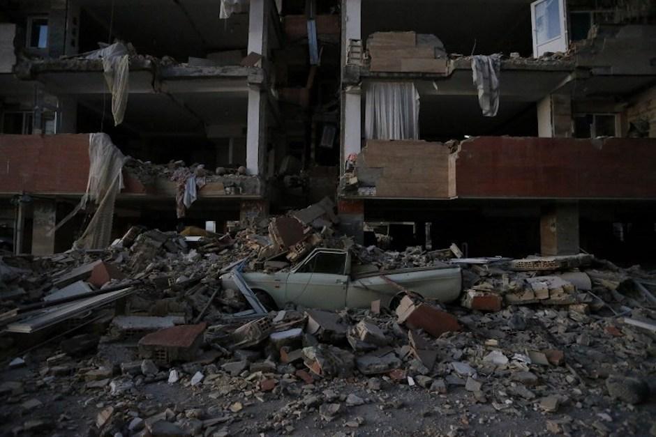 Imágenes devastadoras dejó el terremoto que se ha cobrado la vida de más de 400 personas. (Foto: AFP)