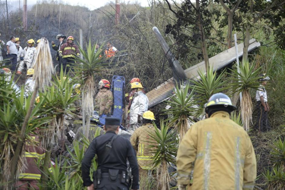 Los heridos fueron llevados hacia un centro asistencial con fracturas y quemaduras. (Foto: Wilder López/Soy502)