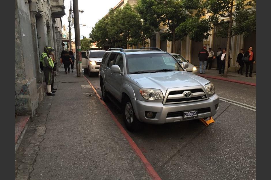 El diputado tuvo que pagar Q500 por el cepo. (Foto: José Miguel Castañeda/Soy502)