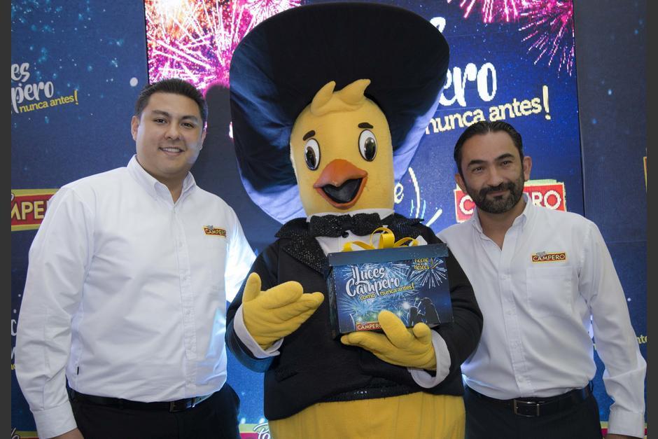 Fotografía oficial: Paulino Portillo, gerente de Marca Pollo Campero y Rodrigo del Cid, gerente de Mercadeo de Pollo Campero. (Foto: Victor Xiloj/Soy502)