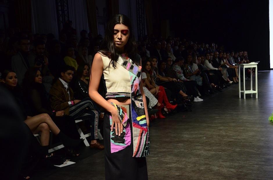 Cada prenda está hecha a mano por artesanas guatemaltecas,. (Foto: Selene Mejía/Soy502)