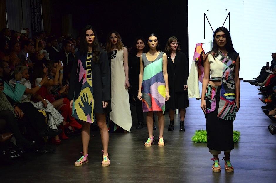 Meüs resaltó sus estampados con detalles globales en el Mercedes-Benz Fashion Guatemala. (Foto: Selene Mejía/Soy502)