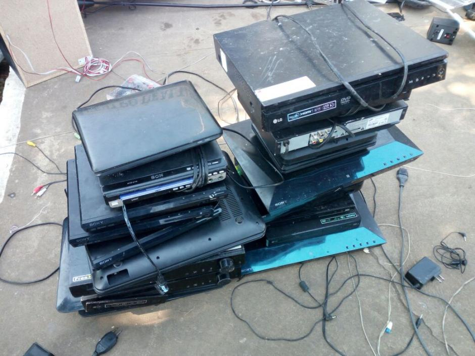 Reproductores para DVD fue de los objetos que más se decomisaron. (Foto: PNC)
