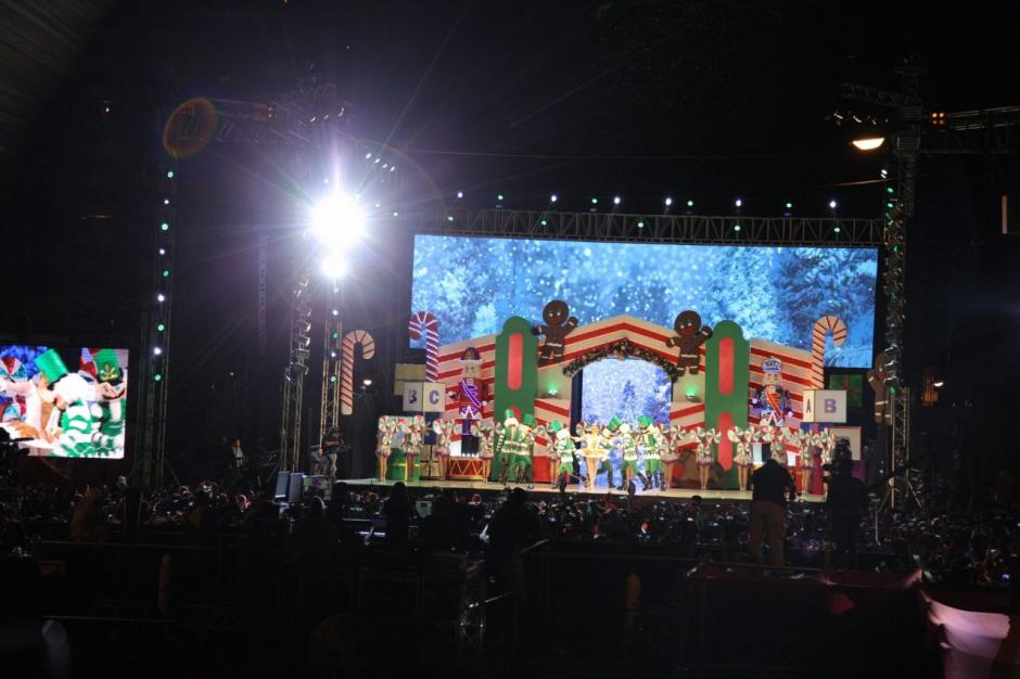 Un show musical inició el festival. (Foto: Víctor Xiloj/Soy502)