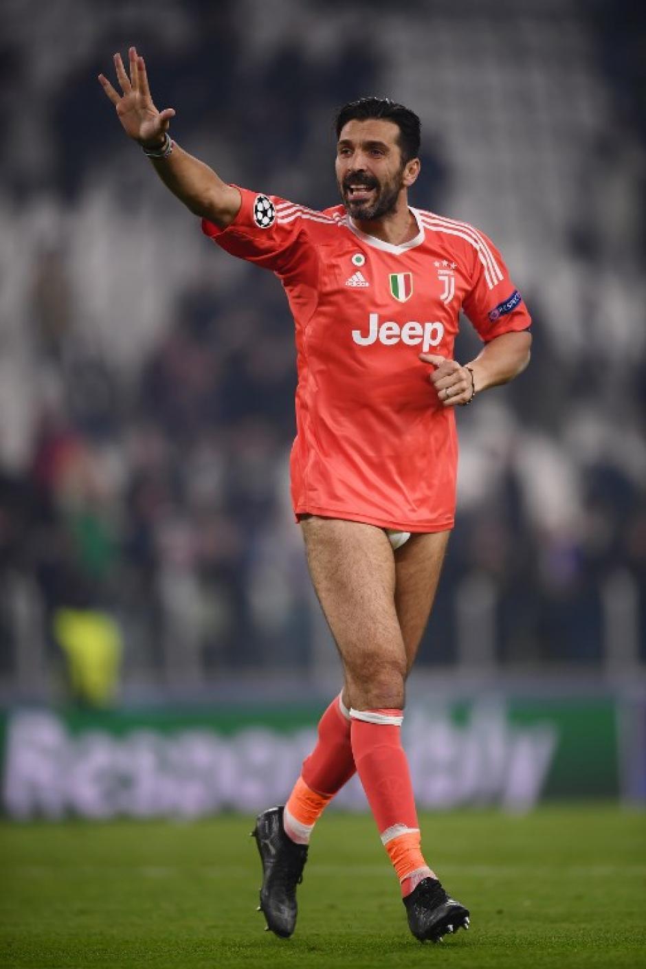 Buffon agradeció el apoyo incondicional a la afición. (Foto: AFP)