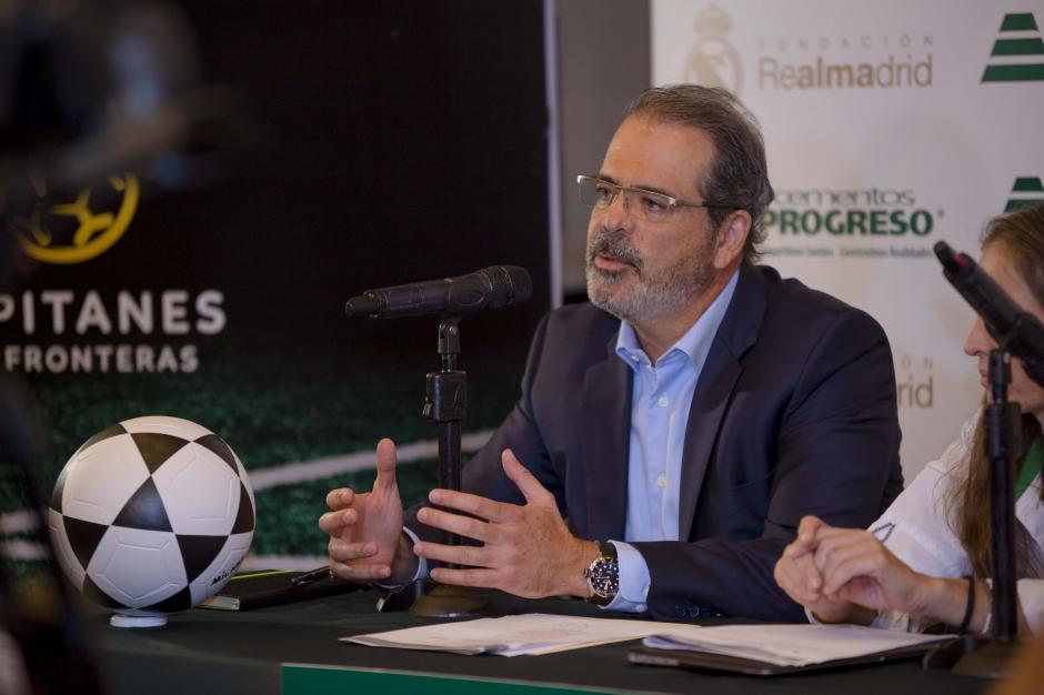 José Miguel Torrebiarte Novella, presidente de Grupo Progreso, anunciando el viaje de 20 niños a instalaciones del Real Madrid. (Foto: George Rojas/Soy502)