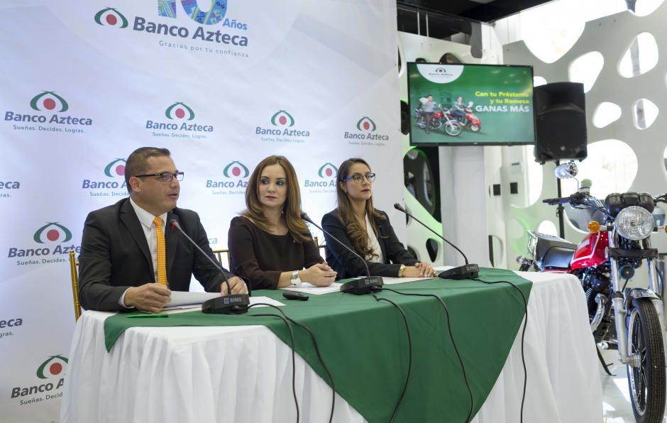 Los ejecutivos de Banco Azteca anunciaron excelentes promociones para sus cuentahabientes. (Foto: George Rojas/Soy502)