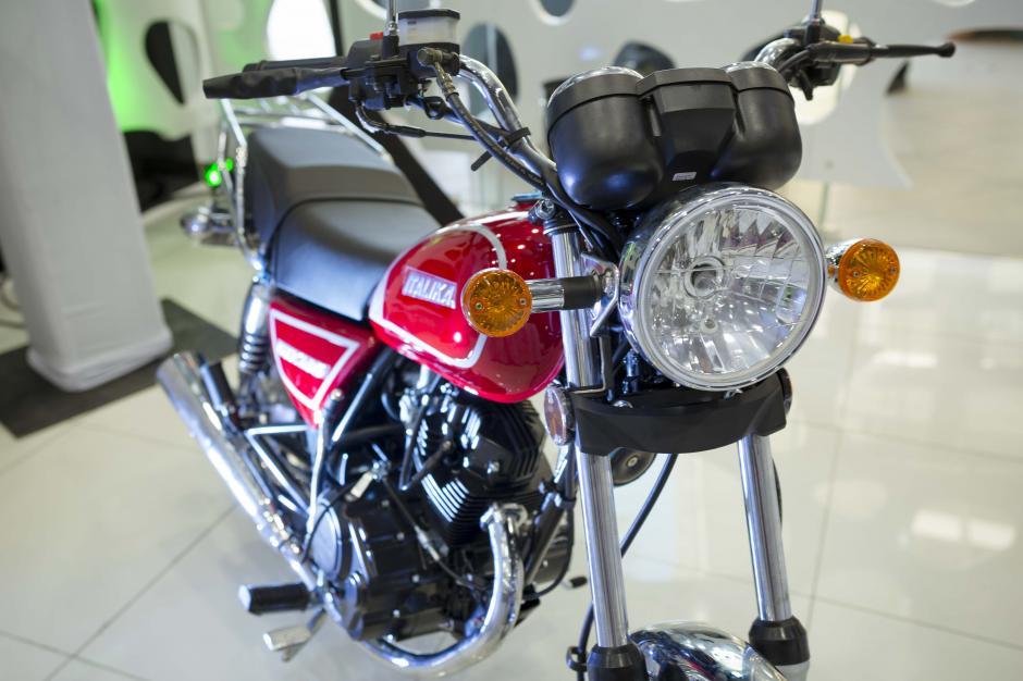10 motos Italika son parte de los premios para clientes de Banco Azteca. (Foto: George Rojas/Soy502)