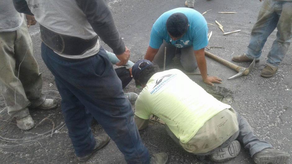 De acuerdo con Muni de Mixco los daños fueron en la loza y no en las vigas. (Foto: MICIVI)