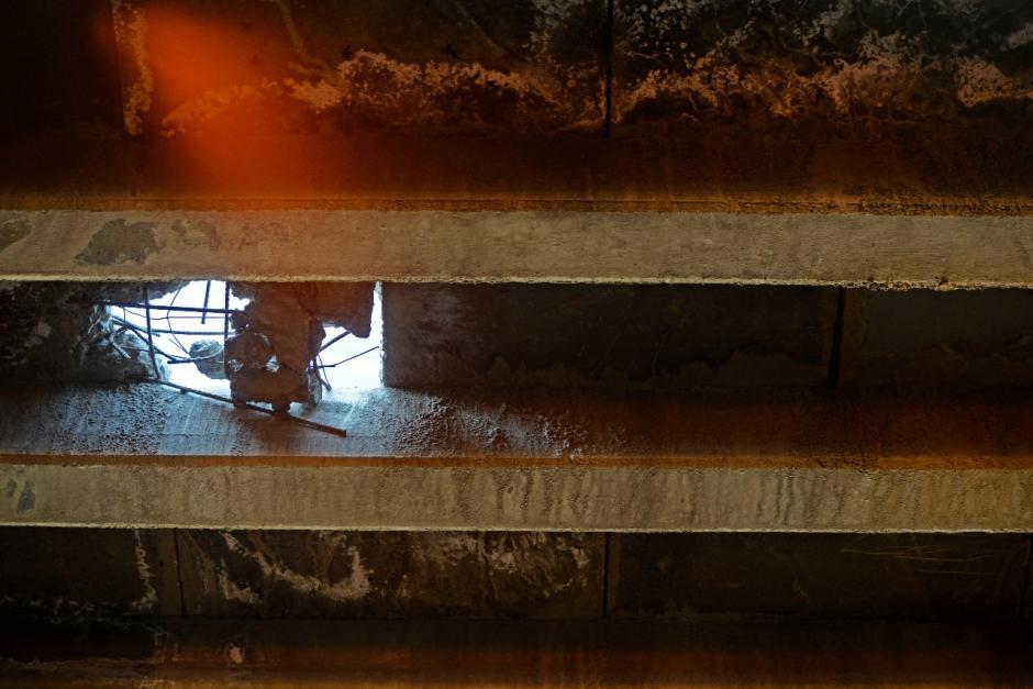 Así es el agujero que se formó durante la madrugada de este miércoles. (Foto: Wilder López/Soy502)