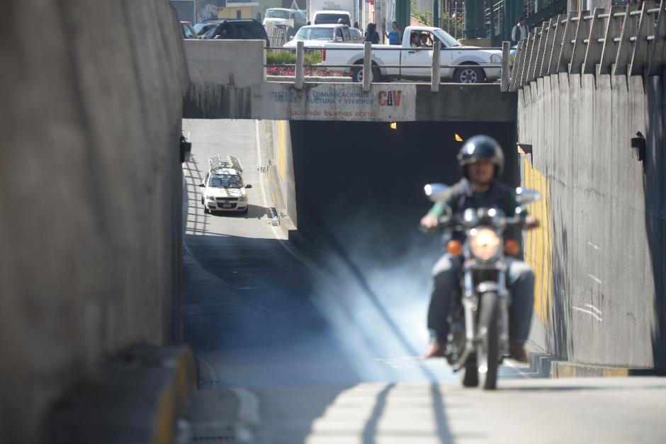 El viaducto que pasa por debajo de la calzada Roosevelt fue construido por el Ministerio de Comunicaciones. (Foto: Wilder López/Soy502)