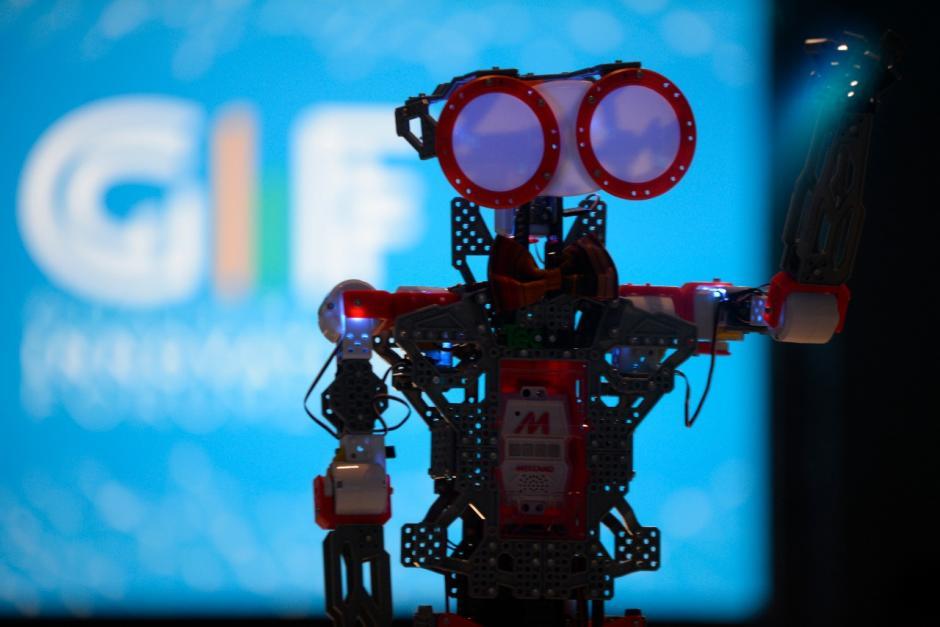 El robot fue uno de los encargados en abrir el evento. (Foto: Wilder López/Soy502)
