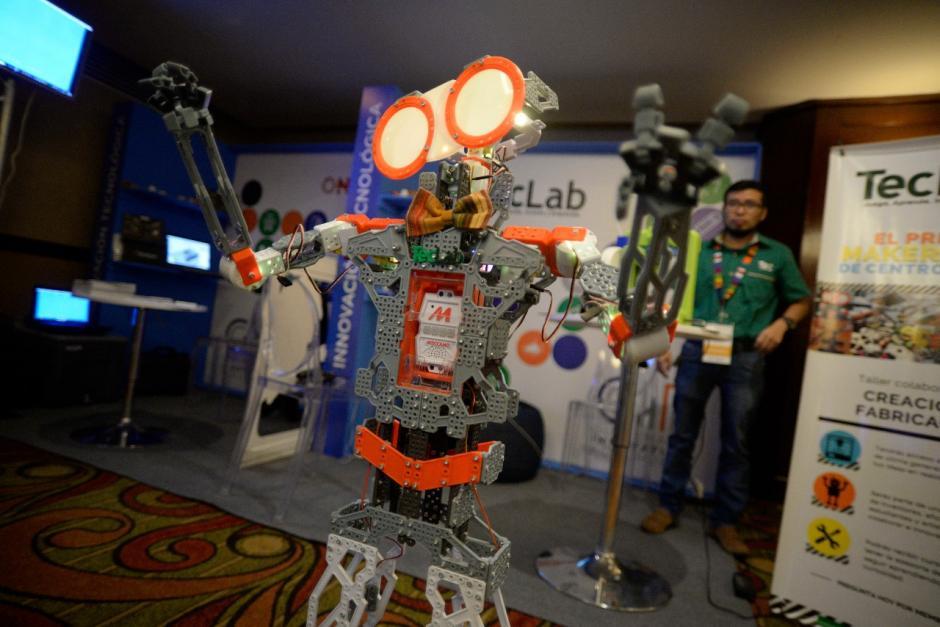 El robot cuenta con ocho servomotores y una pequeña computadora. (Foto: Wilder López/Soy502)
