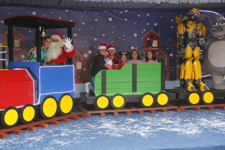 Santa Claus te espera para que te tomes una foto con él en su tren. (Foto: Fredy Hernández/Soy502)