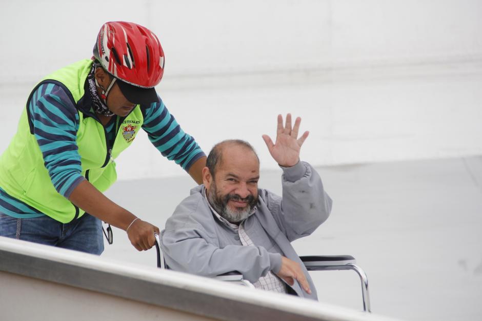 El hombre saludaba a todo el mundo que llegó el jueves al Festival Navideño de la Sexta. (Foto: Fredy Hernández/Soy502)