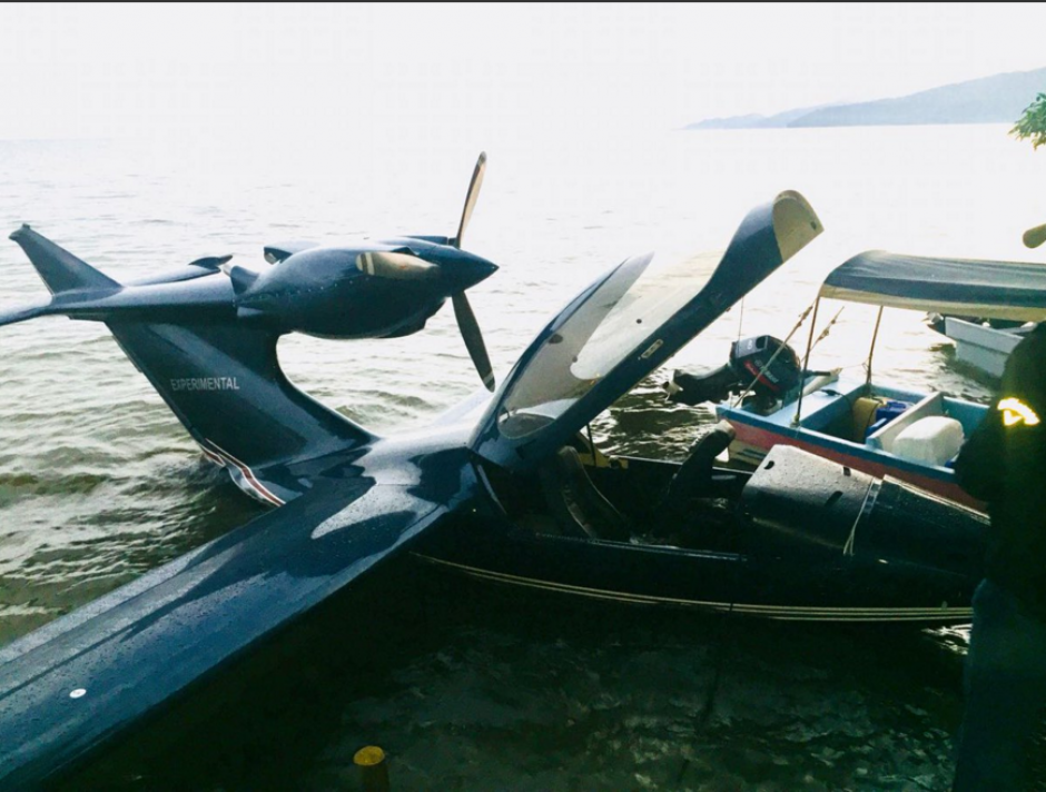 La nave fue ubicada flotando junto a una embarcación. (Foto: PNC)