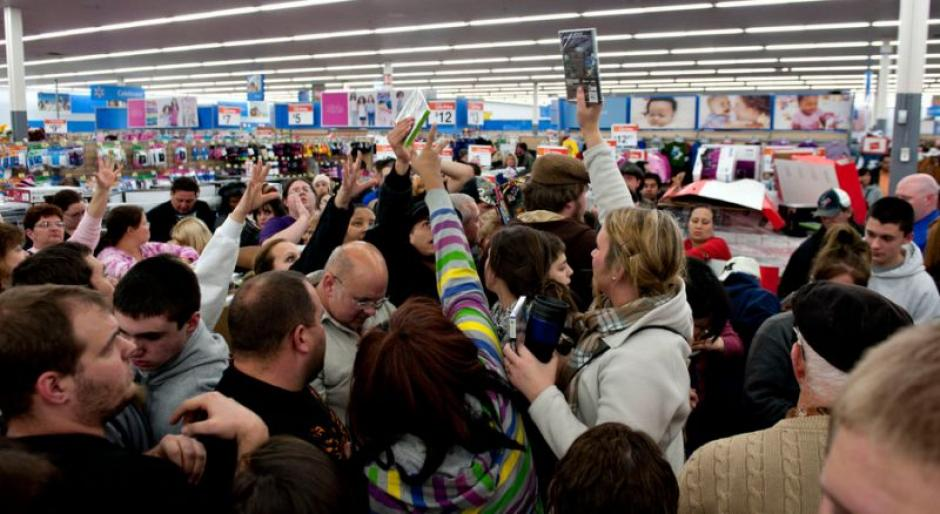 Estos videos revelan las complicaciones de realizar compras durante el Black Friday. (Foto: finance.yahoo.com)