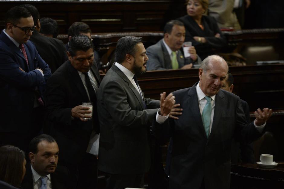 El diputado Mario Taracena advirtió de ilegalidades por levantar la sesión permanente. (Foto: Wilder López/Soy502)