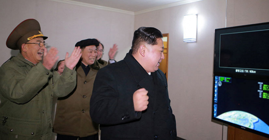 Kim Jong-un, durante la prueba del nuevo misil Hwasong-15. (Foto: Russia Today)