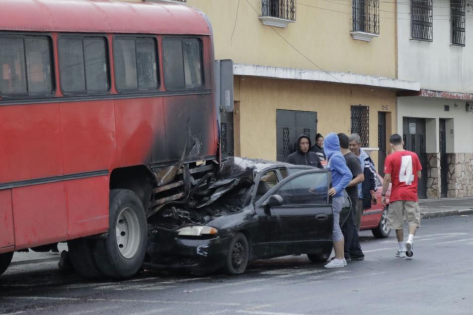 Un accidente de transito se registró en la 13ª. calle y 12ª. avenida de la zona 12 capitalina. (Foto: Alejandro Balán/Soy502)