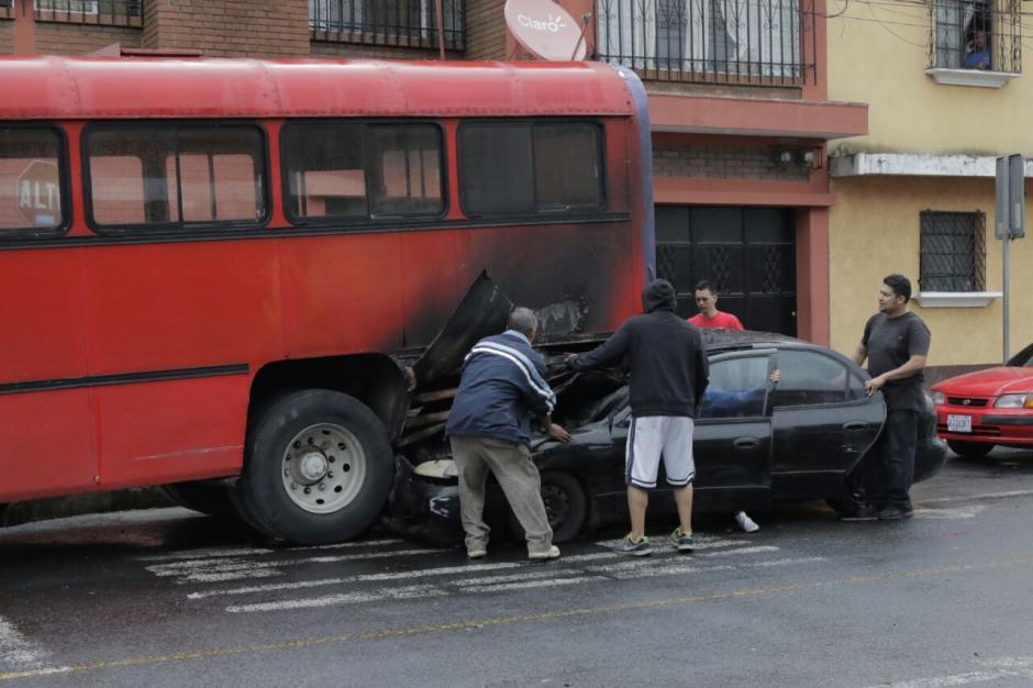 No se reportan heridos, solo pérdidas materiales. (Foto: Alejandro Balán/Soy502)