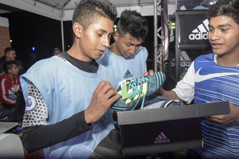 Los ganadores se llevaron equipación de Adidas. (Foto: Adidas)