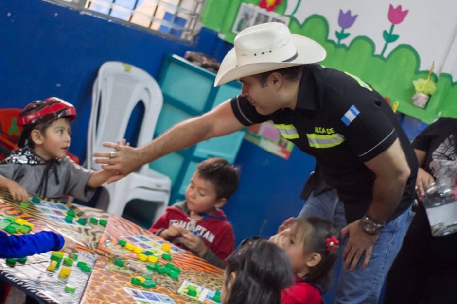 El alcalde visitió algunas colonias y escuelas. (Foto: Municipalidad de Mixco)