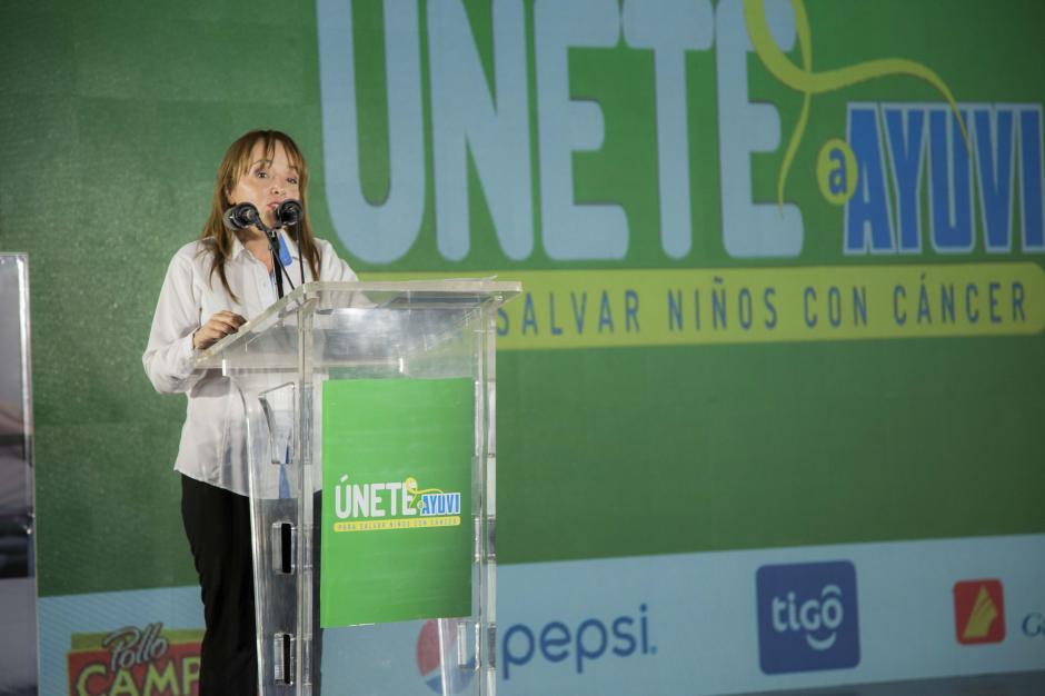 """""""Esta es la edición 17 de Únete y como cada año nos sentimos muy optimistas y agradecidos"""", expresó Gloria De Dios, directora ejecutiva de Fundación AYUVI. (Foto: Victor Xiloj/Soy502)"""