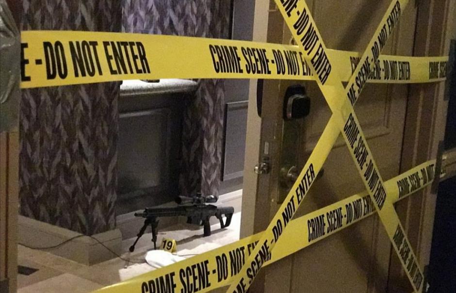 El hombre tenía 23 armas en la habitación. (Foto:  Boston 25 News)