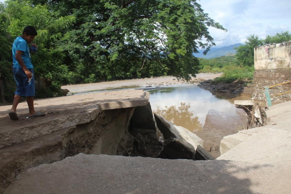 El paso es peligros en este puente de El Progreso. (Foto: Silvia Roca/Nuestro Diario)