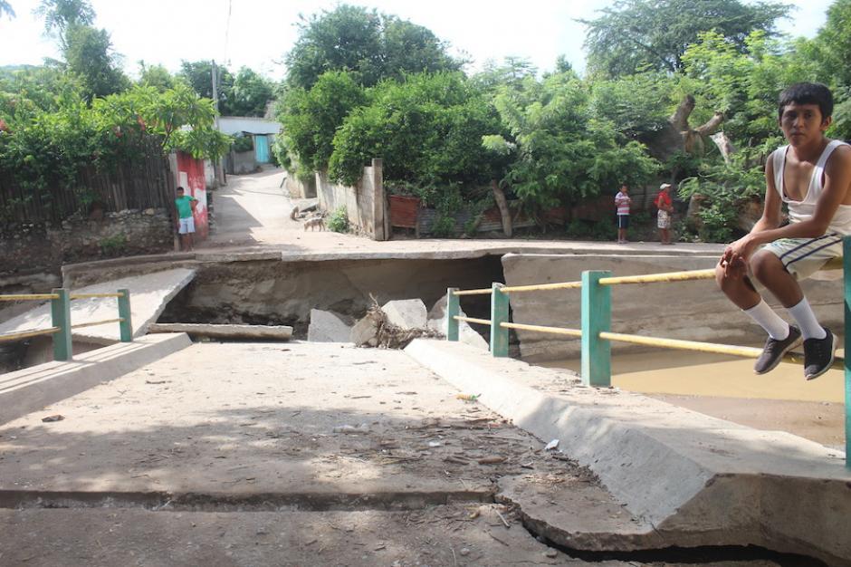 Puente colapsado en El Progreso. (Foto: Silvia Roca/Nuestro Diario)