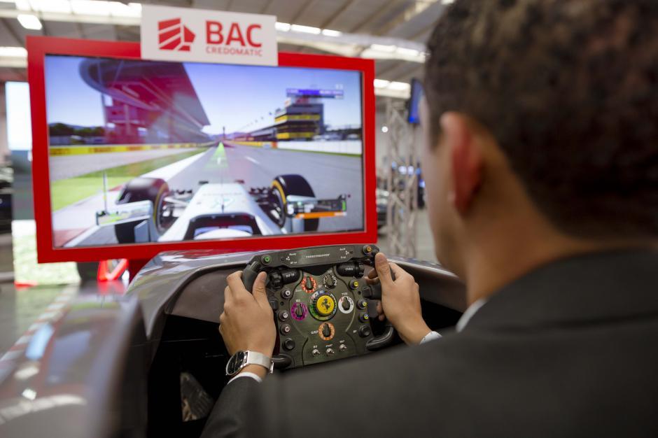 Dos simuladores de Fórmula 1 son parte de las actividades de la exposición. (Foto: George Rojas/Soy502)
